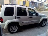 Foto Jeep Liberty 5p Limited aut 4x2